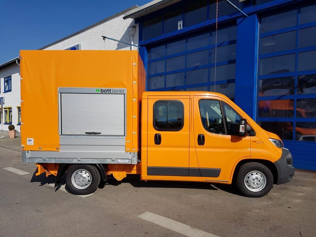 Straßenbau – Fiat Ducato Doppelkabine mit Planenaufbau