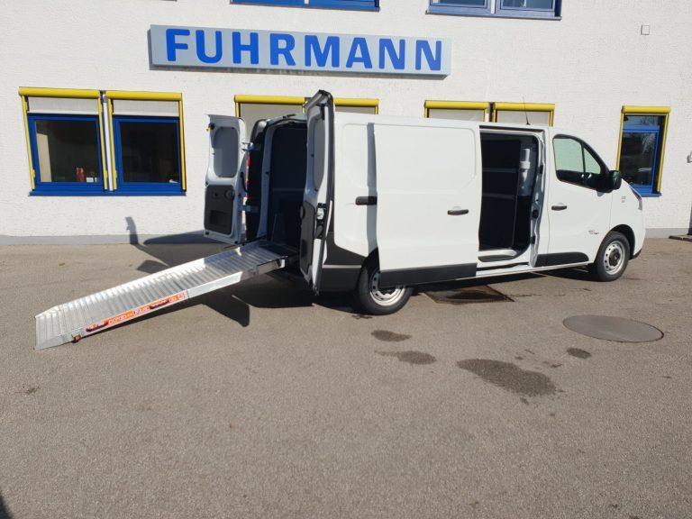 Umzugshelfer – Fiat Talento Kastenwagen mit Laderampe